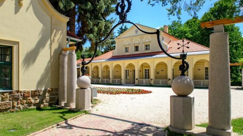 Klebelsberg Hotel