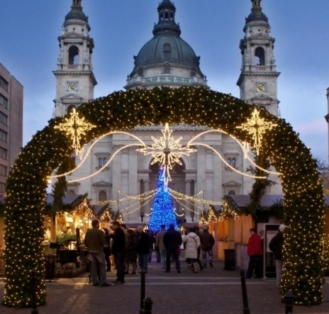 https://cestovnakancelariadaka.sk/files/product/budapest-christmas-market-2012-basilica.png