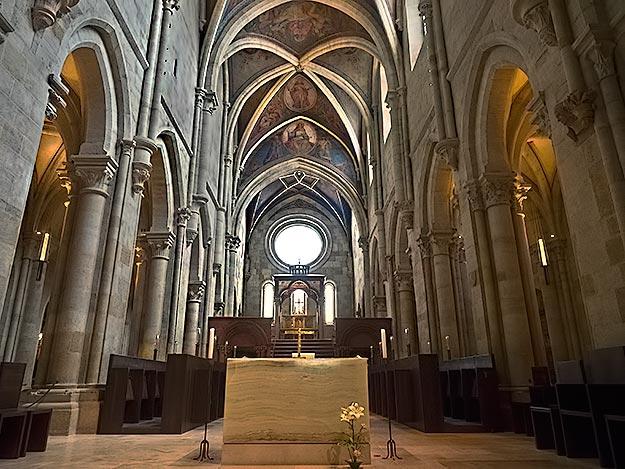 https://cestovnakancelariadaka.sk/files/product/hungary-pannonhalma-basilica.jpg