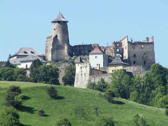 https://cestovnakancelariadaka.sk/files/product/lubovna-castle.jpg