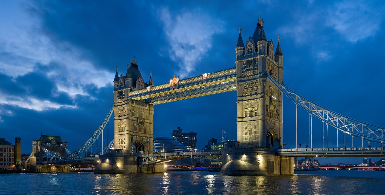 https://cestovnakancelariadaka.sk/files/product/tower_bridge_london_twilight_-_november_20063.jpg